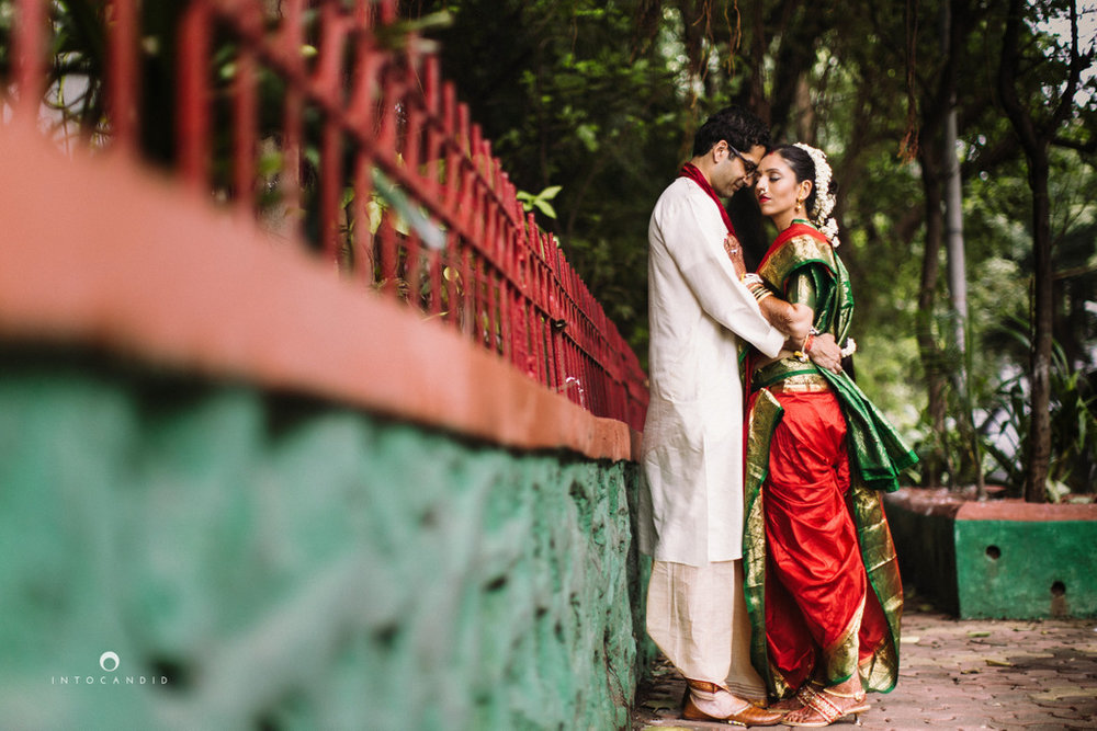 mumbai-wedding-photographers-intocandid-maharashtrian-wedding-photography-sa-35.jpg