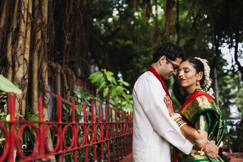 mumbai-wedding-photographers-intocandid-maharashtrian-wedding-photography-sa-36.jpg