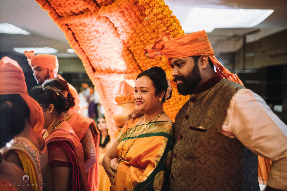 mumbai_marathi_wedding_photographer_intocandid_photography_ketan_manasvi_094.jpg