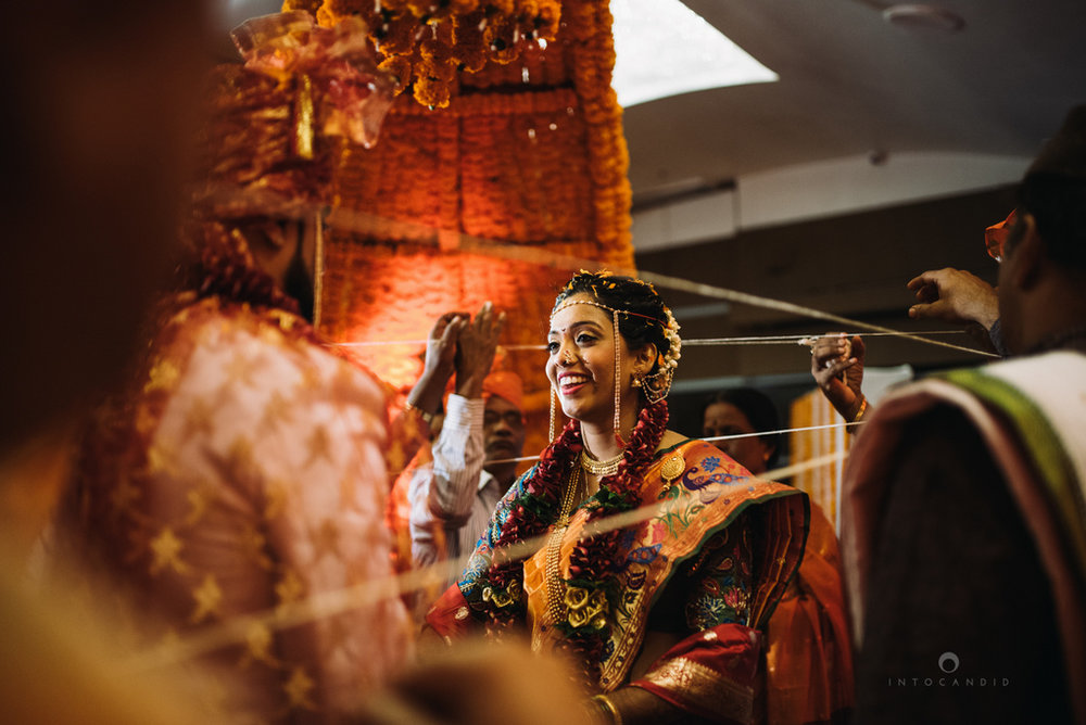 mumbai_marathi_wedding_photographer_intocandid_photography_ketan_manasvi_097.jpg