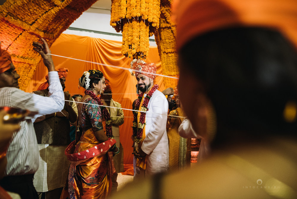 mumbai_marathi_wedding_photographer_intocandid_photography_ketan_manasvi_098.jpg