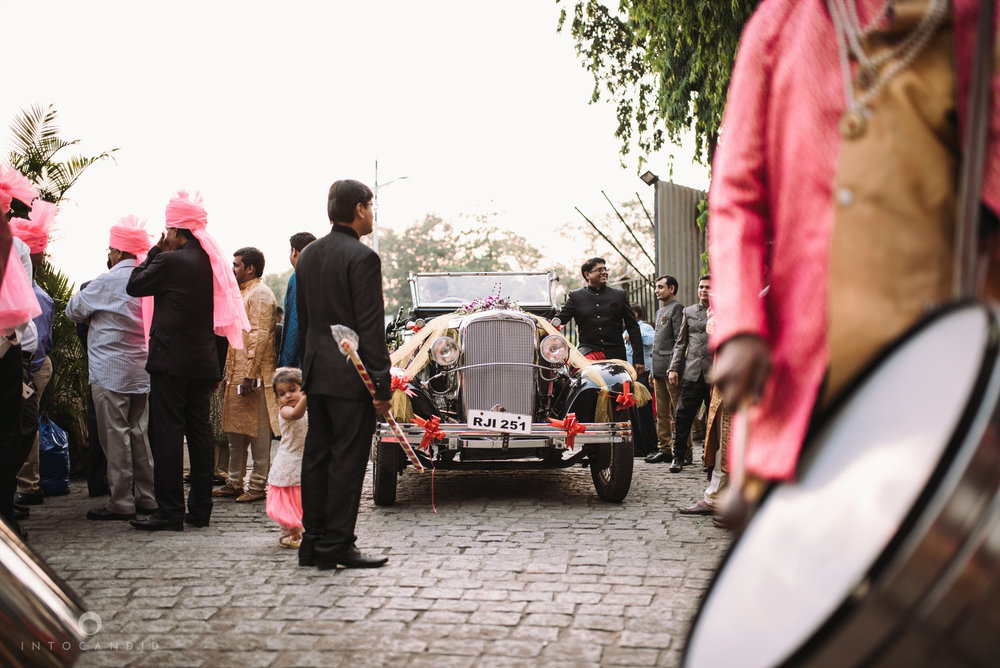 mumbai_wedding_photographer_intocandid_saharastar_ketan_manasvi_ts_013.jpg