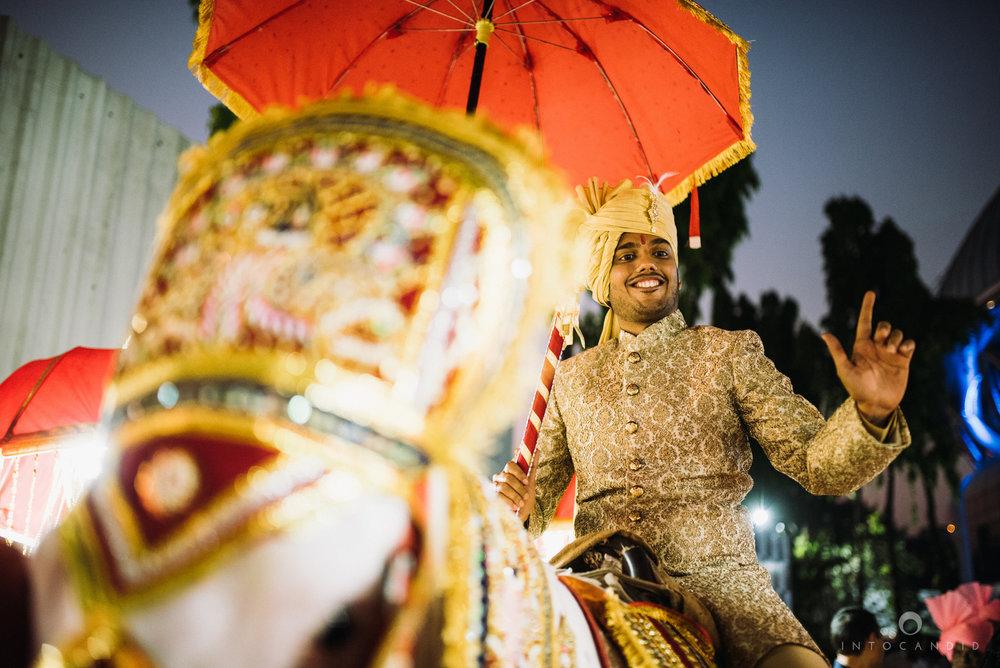 mumbai_wedding_photographer_intocandid_saharastar_ketan_manasvi_ts_016.jpg