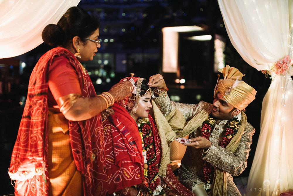 mumbai_wedding_photographer_intocandid_saharastar_ketan_manasvi_ts_031.jpg