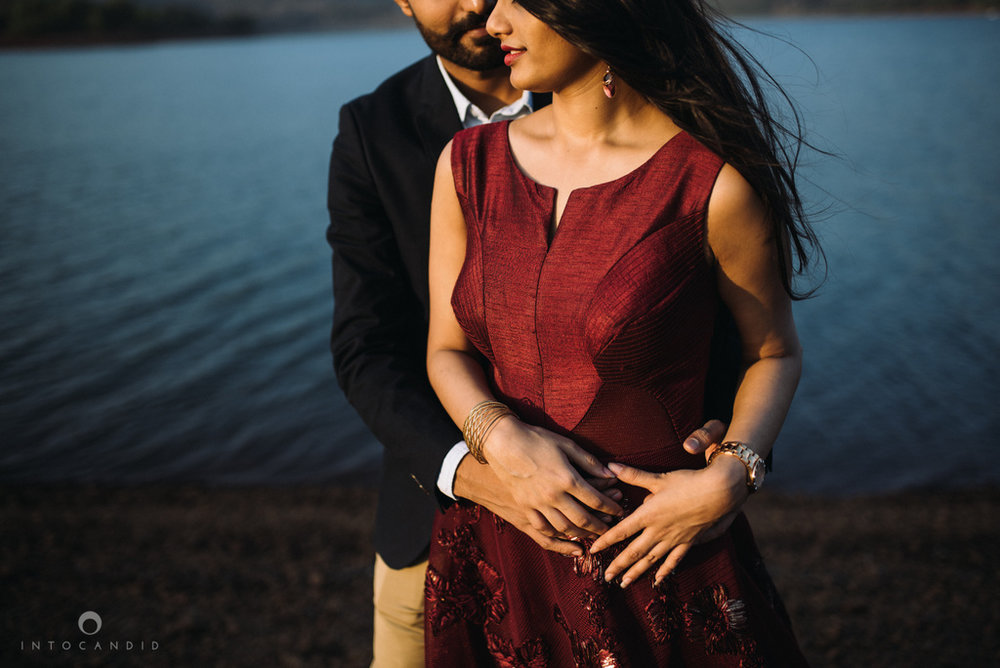 mumbai_wedding_photographer_ketan_manasvi_lonavla_pre_wedding_couple_session_intocandid_photography_12.jpg