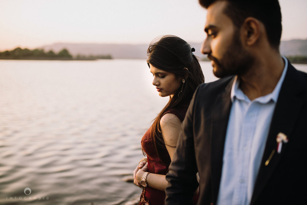 mumbai_wedding_photographer_ketan_manasvi_lonavla_pre_wedding_couple_session_intocandid_photography_15.jpg