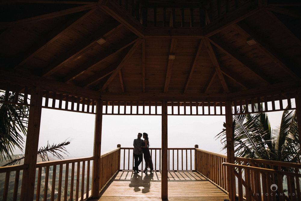 candid_wedding_photographer_mumbai_outdoor_gujarati_wedding_photographer_ketan_manasvi_05.jpg