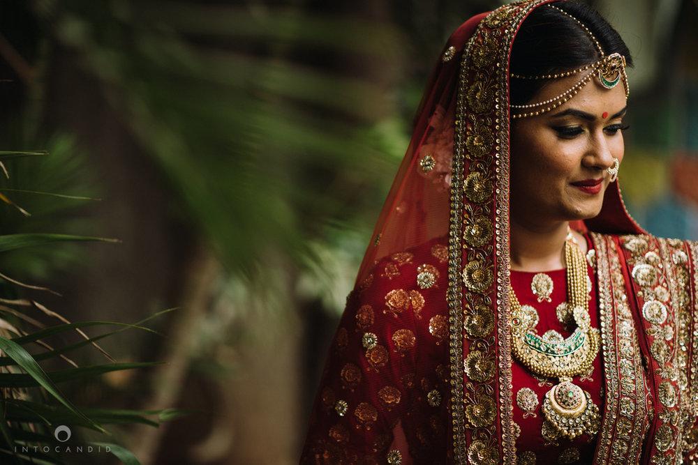 candid_wedding_photographer_mumbai_outdoor_gujarati_wedding_photographer_ketan_manasvi_25.jpg
