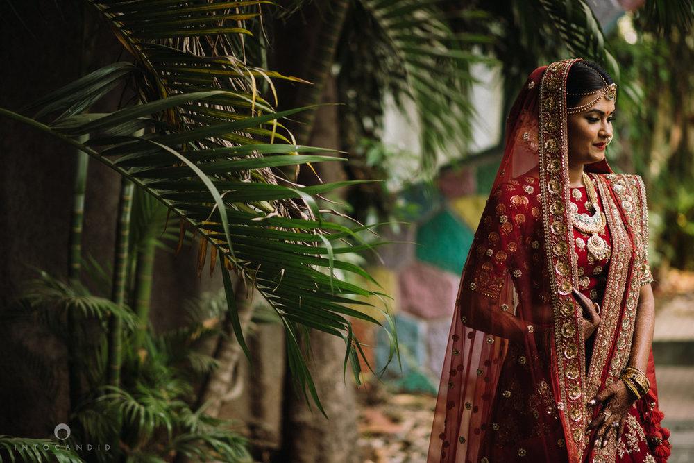 candid_wedding_photographer_mumbai_outdoor_gujarati_wedding_photographer_ketan_manasvi_31.jpg