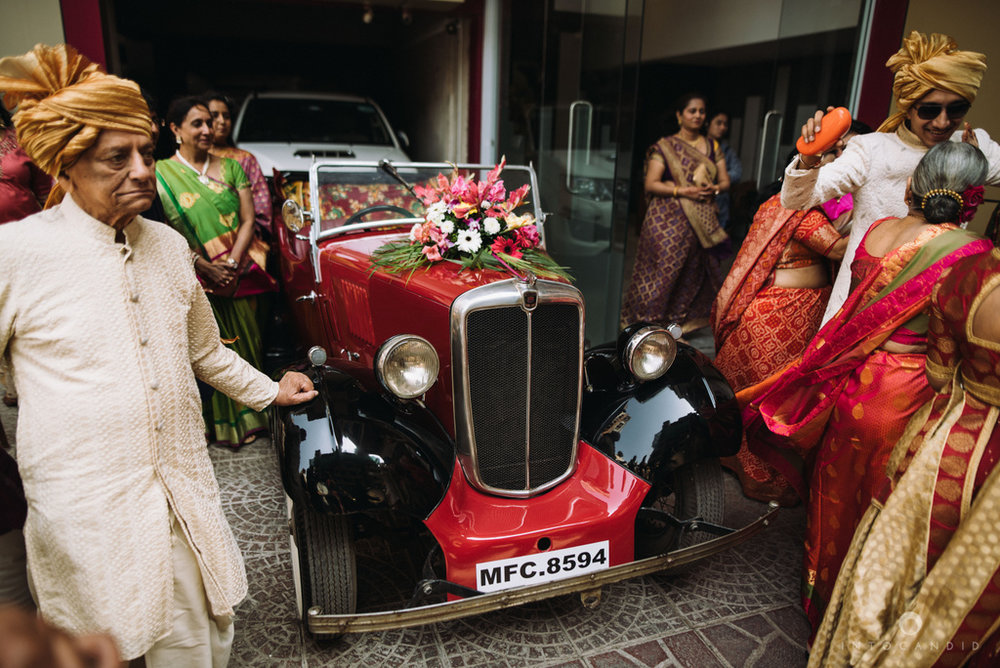 candid_wedding_photographer_mumbai_outdoor_gujarati_wedding_photographer_ketan_manasvi_34.jpg