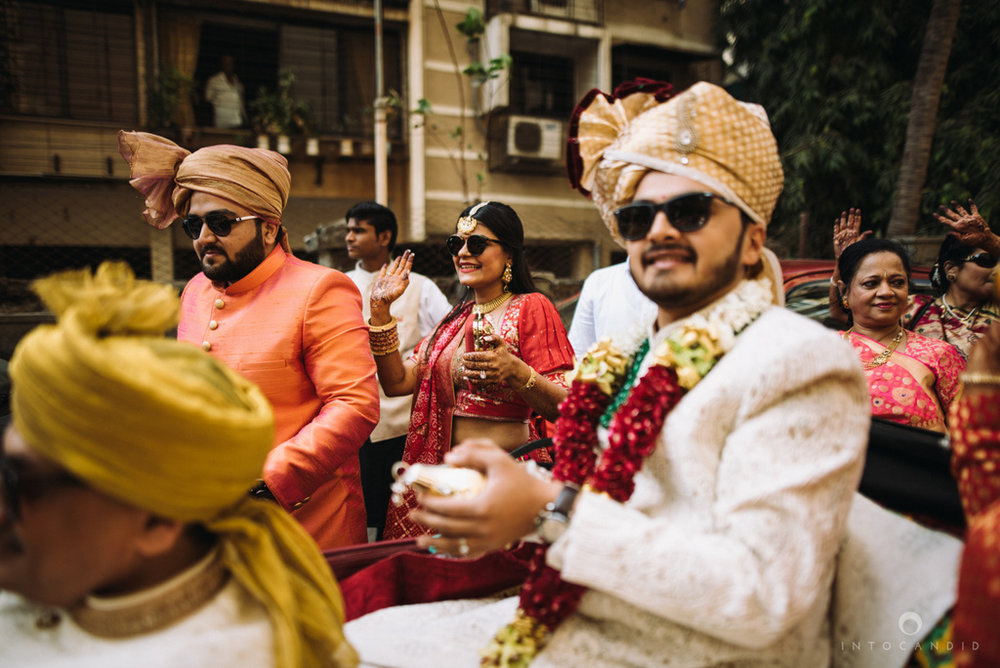 candid_wedding_photographer_mumbai_outdoor_gujarati_wedding_photographer_ketan_manasvi_40.jpg
