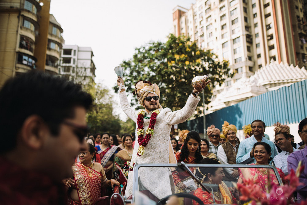 candid_wedding_photographer_mumbai_outdoor_gujarati_wedding_photographer_ketan_manasvi_41.jpg