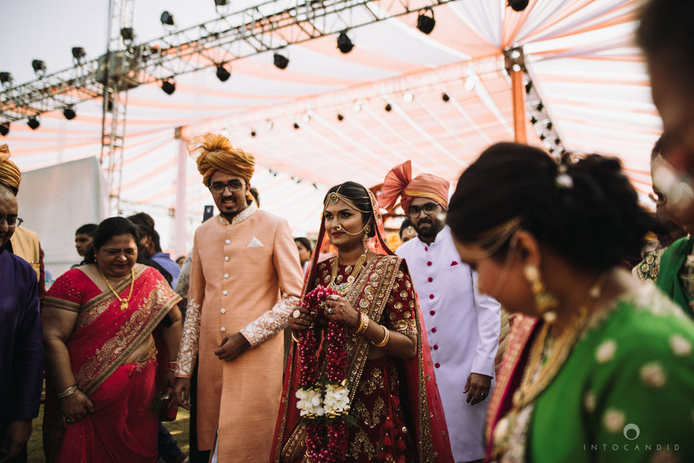 candid_wedding_photographer_mumbai_outdoor_gujarati_wedding_photographer_ketan_manasvi_46.jpg