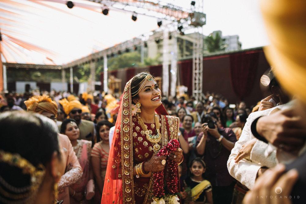 candid_wedding_photographer_mumbai_outdoor_gujarati_wedding_photographer_ketan_manasvi_48.jpg