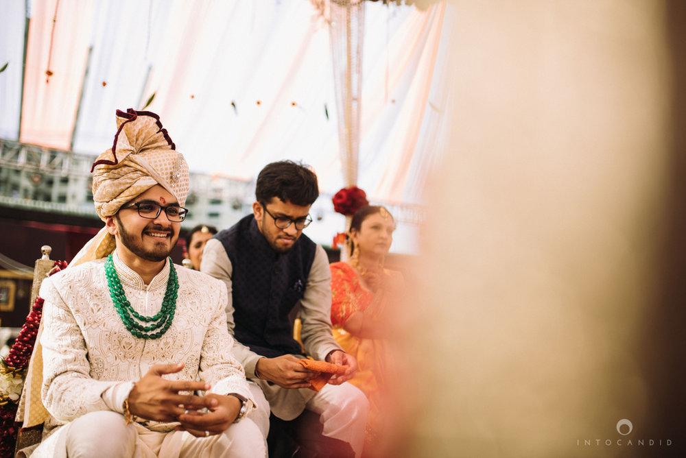 candid_wedding_photographer_mumbai_outdoor_gujarati_wedding_photographer_ketan_manasvi_54.jpg