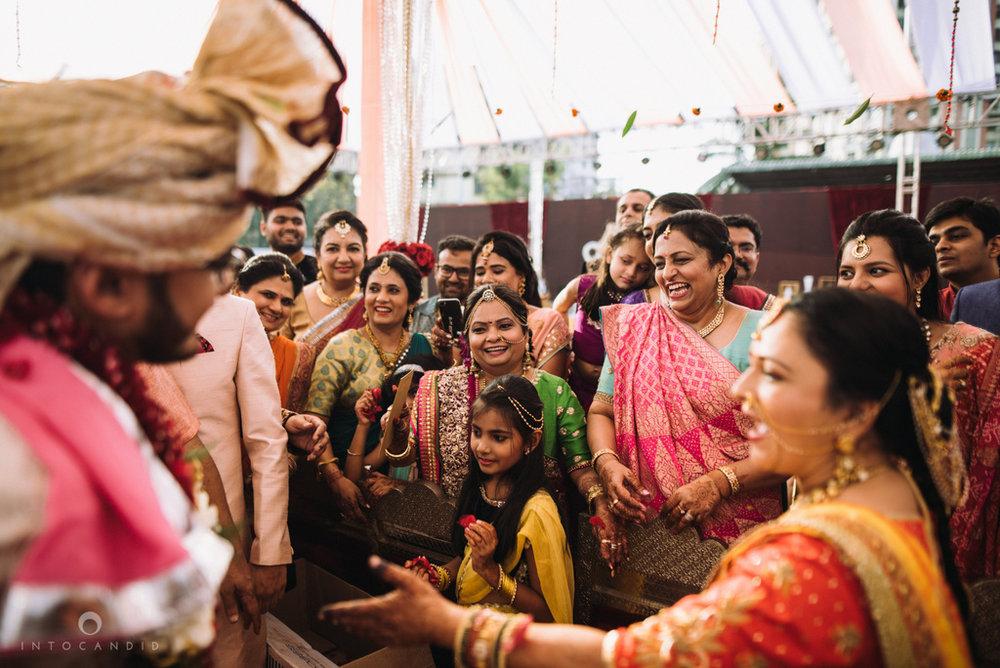 candid_wedding_photographer_mumbai_outdoor_gujarati_wedding_photographer_ketan_manasvi_69.jpg