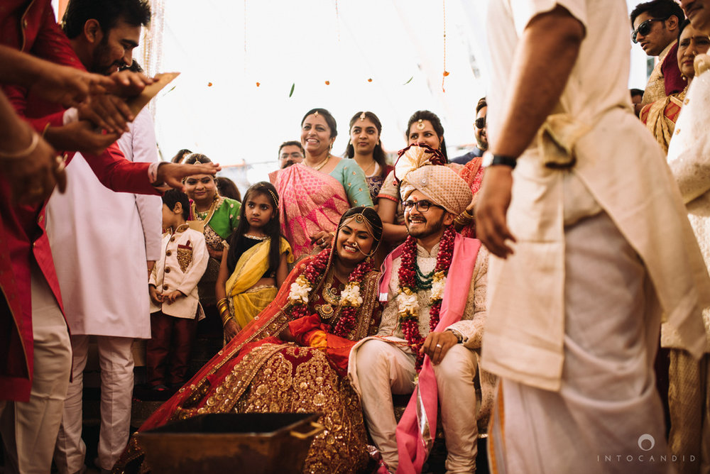 candid_wedding_photographer_mumbai_outdoor_gujarati_wedding_photographer_ketan_manasvi_70.jpg