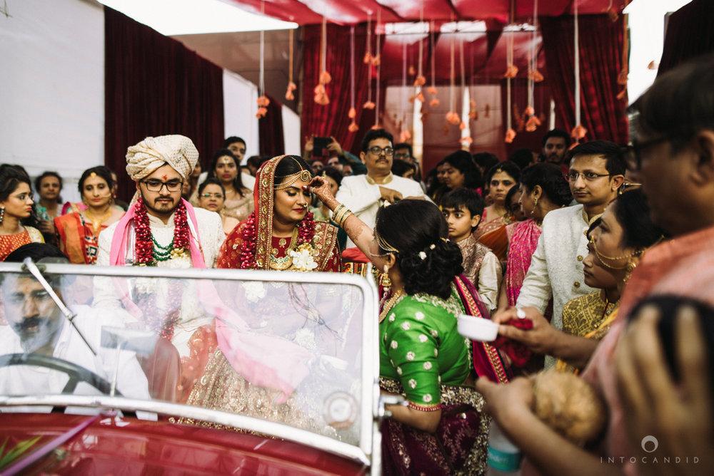candid_wedding_photographer_mumbai_outdoor_gujarati_wedding_photographer_ketan_manasvi_76.jpg
