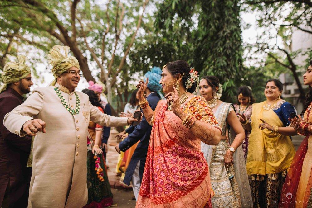 Candid_wedding_photographer_in_mumbai_24.JPG