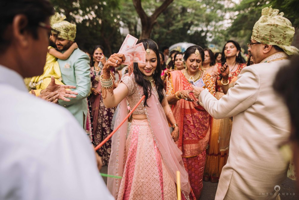 Candid_wedding_photographer_in_mumbai_25.JPG