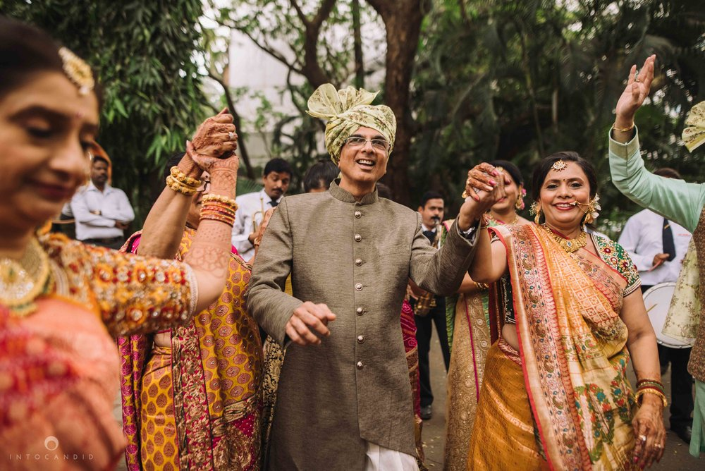 Candid_wedding_photographer_in_mumbai_26.JPG