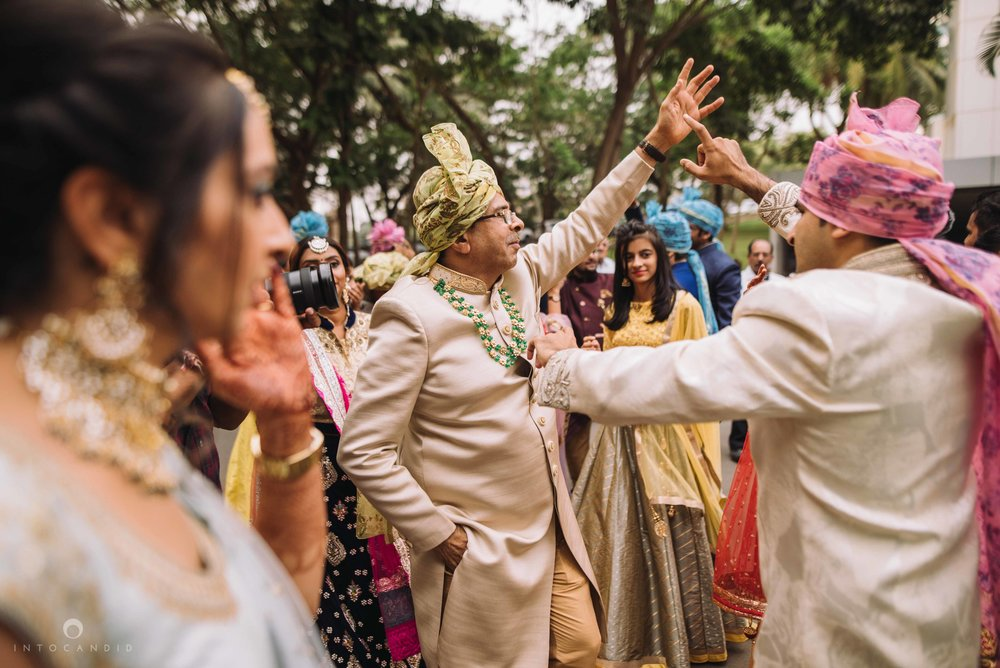 Candid_wedding_photographer_in_mumbai_27.JPG