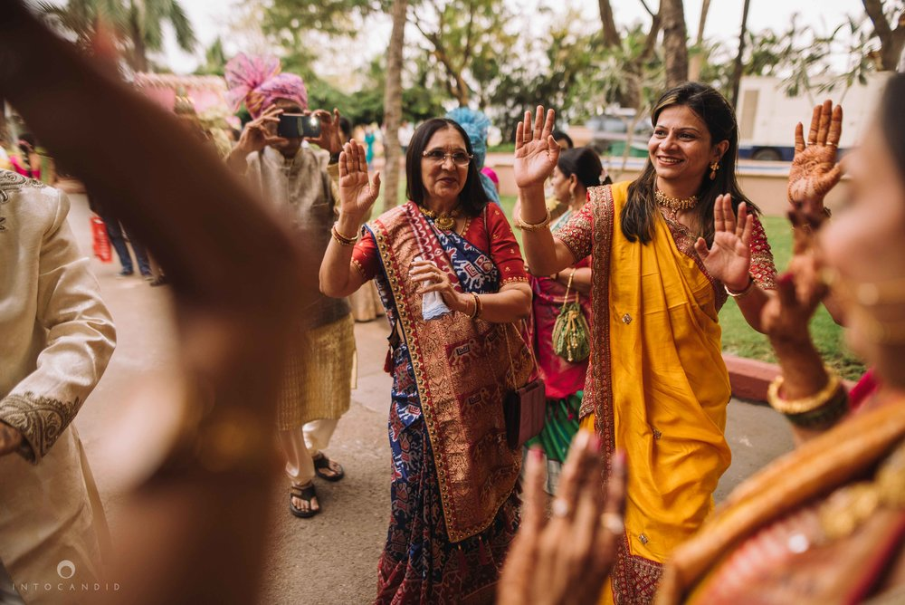 Candid_wedding_photographer_in_mumbai_32.JPG