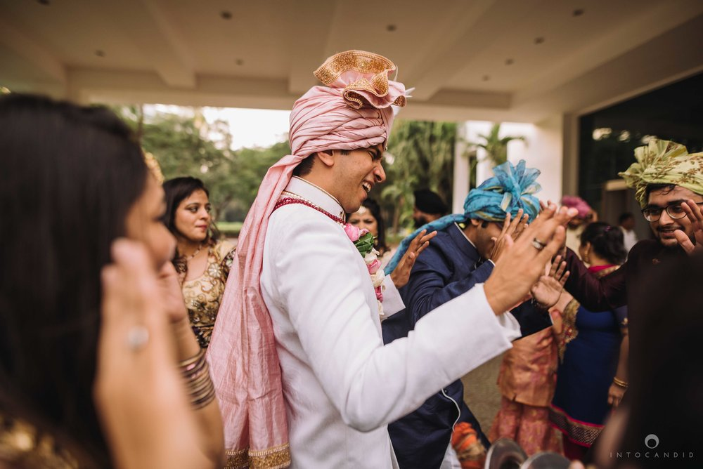Candid_wedding_photographer_in_mumbai_34.JPG