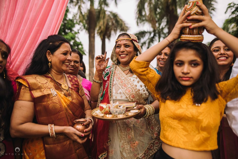 Candid_wedding_photographer_in_mumbai_35.JPG