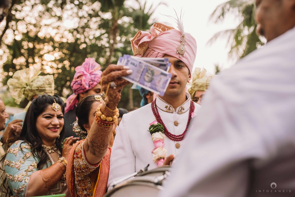 Candid_wedding_photographer_in_mumbai_36.JPG