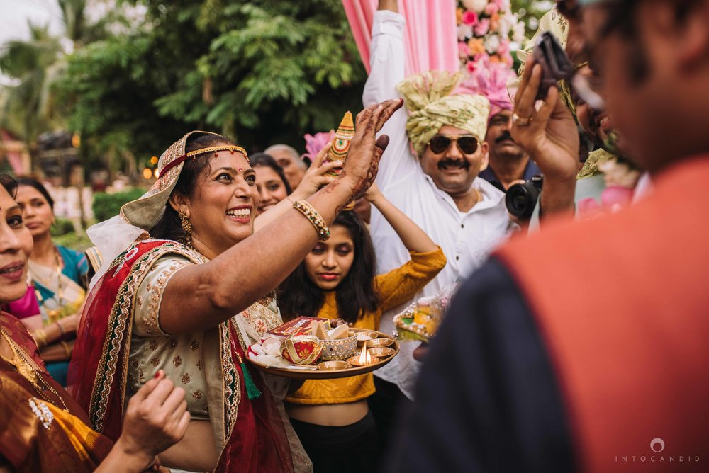 Candid_wedding_photographer_in_mumbai_37.JPG
