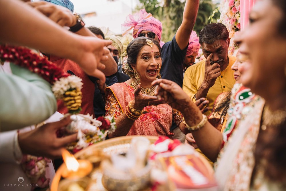 Candid_wedding_photographer_in_mumbai_38.JPG