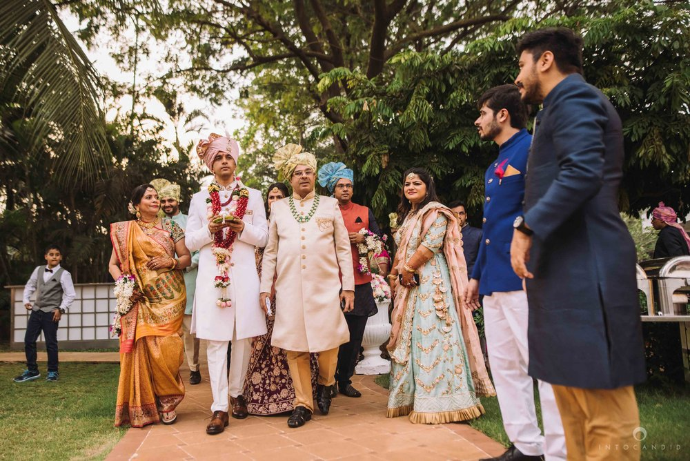 Candid_wedding_photographer_in_mumbai_40.JPG