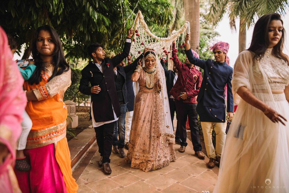 Candid_wedding_photographer_in_mumbai_41.JPG