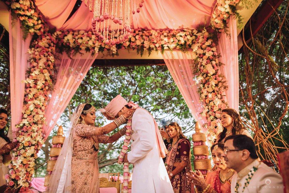 Candid_wedding_photographer_in_mumbai_44.JPG