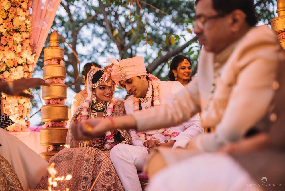 Candid_wedding_photographer_in_mumbai_48.JPG