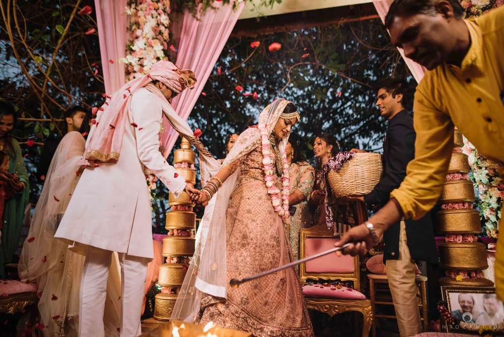 Candid_wedding_photographer_in_mumbai_50.JPG