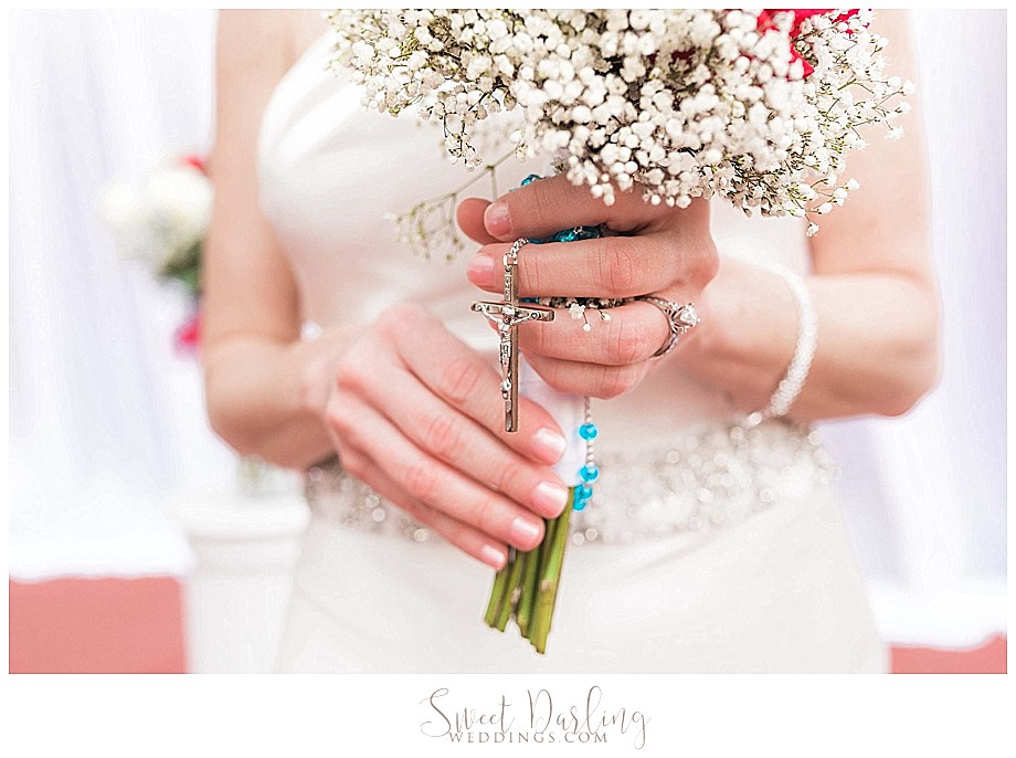 Photo of Bride bouquet and rosary