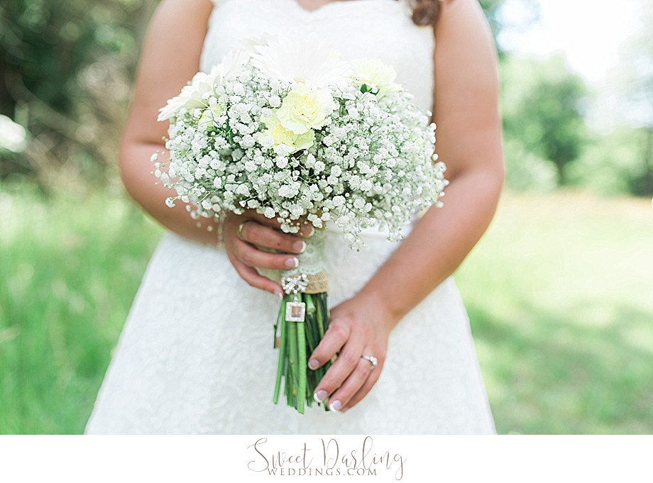 wedding bouquet white daisies and baby breath