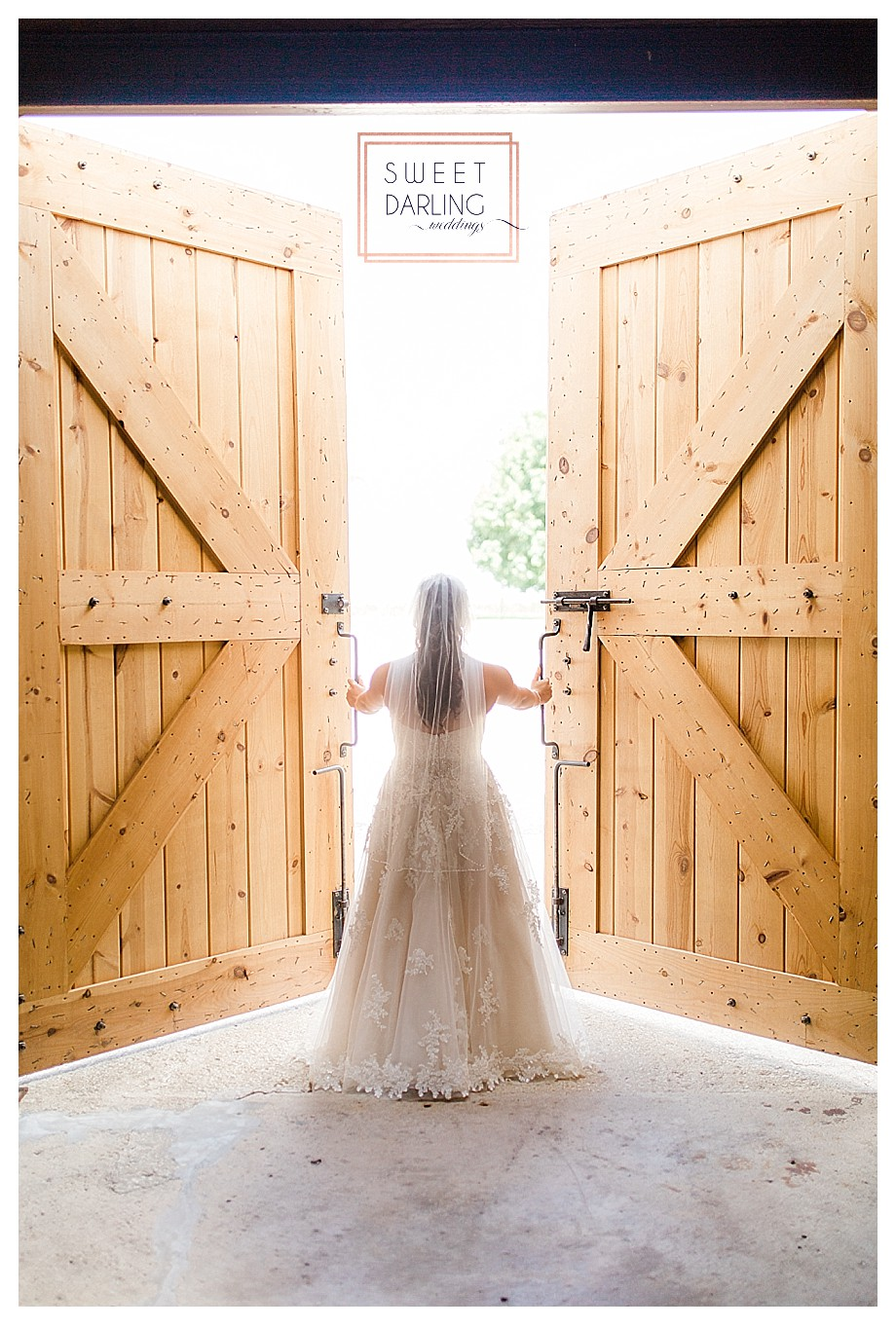 wedding-barn-farm-horses-sparkler-exit-Engelbrecht-Farm-Paxton-Illinois-Sweet-Darling-Weddings-Photographer_0461