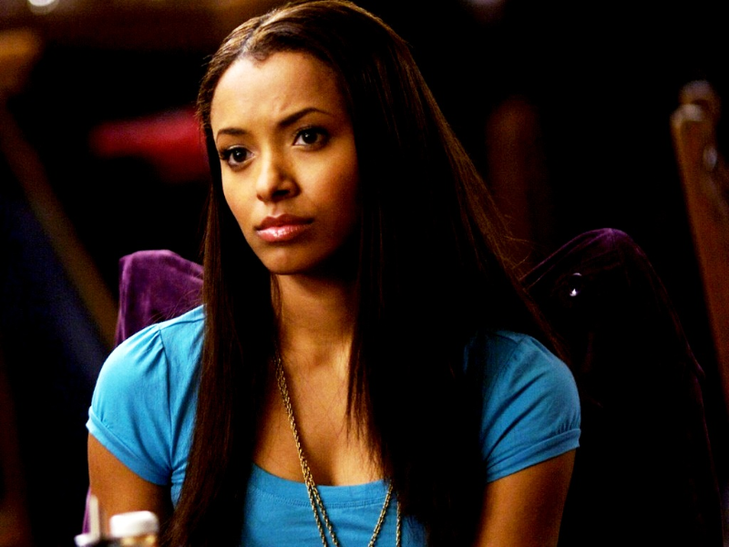 (Bonnie's first appearance, season 1 episode 1, on TVD in 2009.)