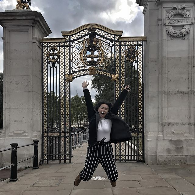 A cliche outfit photo would be right outside of Buckingham Palace with a posed look... but I'm determined not to be a cliche! So I'm sharing a jump shot in front of the Australian Gate. Also proudly repping my home country 🇦🇺🇦🇺🇦🇺