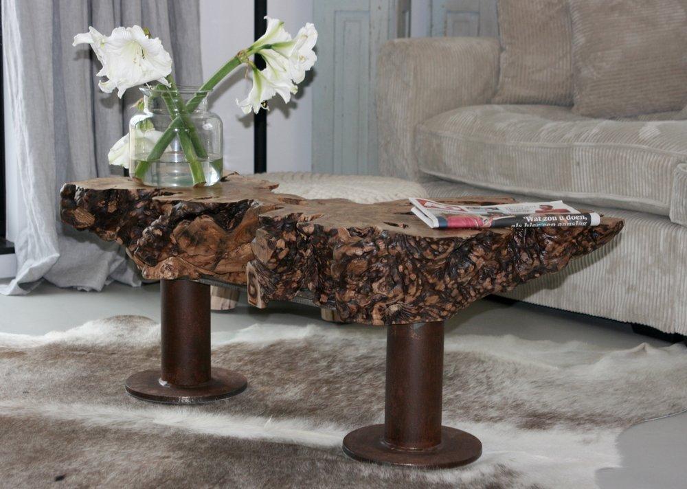 Salontafel van Olijfhout. Dit hout is honderden jaren oud, is zeer hard en heeft een prachtige houttekening.