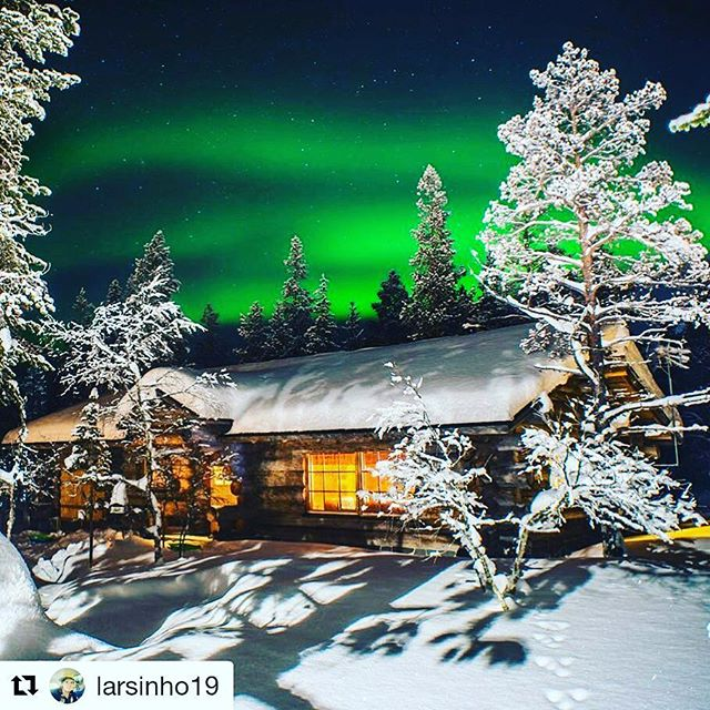 #Repost @larsinho19 (@get_repost) ・・・ Walking out from your cabin and you see this? Yes, Lapland is full of magic!🎅🏻🇫🇮 #saariselkä #northernlights #finland #lapland #aurorahunting #aurora #aurorahunt #aurorahunters ##laplandmagic #visitlapland #visitfinland