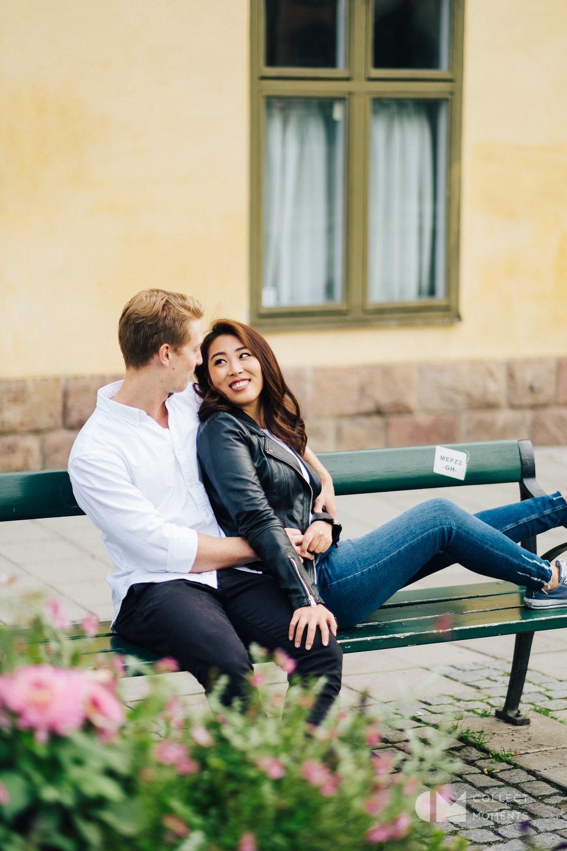 美しい北欧の町並みでカップル撮影