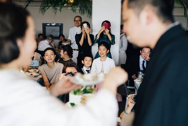 - 新郎新婦は当日、緊張したり、いろんなセレモニーなどやることが多く、周りのゲストがどんな表情で、どんな風に楽しんでいたのかって、なかなか見えないものです。 写真を通して、みんな楽しんでくれてたんだ、こんな表情していたんだ。と色んなことに気づいて、また当日の雰囲気を感じてもらえるように撮影しています。 - #結婚式 #結婚式準備 #結婚式場 #結婚式レポ #結婚式コーデ #前撮り #前撮り写真 #前撮り撮影 #前撮り準備 #2019婚 #2019結婚式 #結婚式準備記録 #結婚式準備中 #結婚式準備スタート #tokyolife #tokyotrip #東京結婚式 #東京結婚式場 #東京結婚式写真 #モノクロ #wedding #weddingdress #weddingphotography #weddings #weddingphotographer #weddinginspiration #weddingideas #weddingmakeup