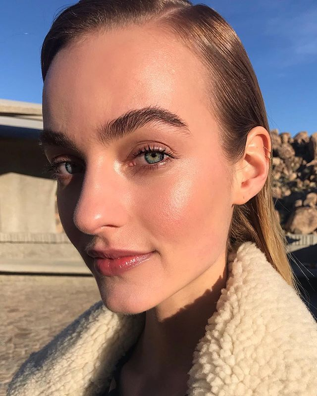 The beautiful ☀️sunshine ☀️face of @maartjeverhoef. I gave her this glow by using:  1. @jenetteskincare Be Happy toner and Face oil (I spray first, apply oil, then foundation, then mist the toner again at the end). Everybody always loves this scent.  2. Around her eyes: I pressed in a little matte taupe shadow from @zuzuluxe to give her eye area a little depth.  3. I curled her lashes over and over and over, and applied a few coats of @iliabeauty Limitless Lash mascara. 4. I took the cream eye shadow stick from @aunaturalelife in 'ivory' and painted it on behind her lashes just above her lashline and pressed it in with my finger.  5. I used a tiny brush and a light touch with @ecobrow 'Liz' and faintly filled in a few places. I wanted to see no obvious color added, and see skin between hairs. 6. I used a tiny bit of @kjaerweis Foundation in 'just sheer'. 7. On her cheeks I used @oneover.one's creamy highlighter and pink cheek color + pressed a little of the highlighter into the inner eye corner.  8. On her lips I used @w3llpeople Lipgloss in Peachy Pink. I may have used a little @kjaerweis 'rose' liner to lightly fill in her lips first. 💕 Sleek hair styled by @nikkiprovidence #glowingskin #highlighter #motd