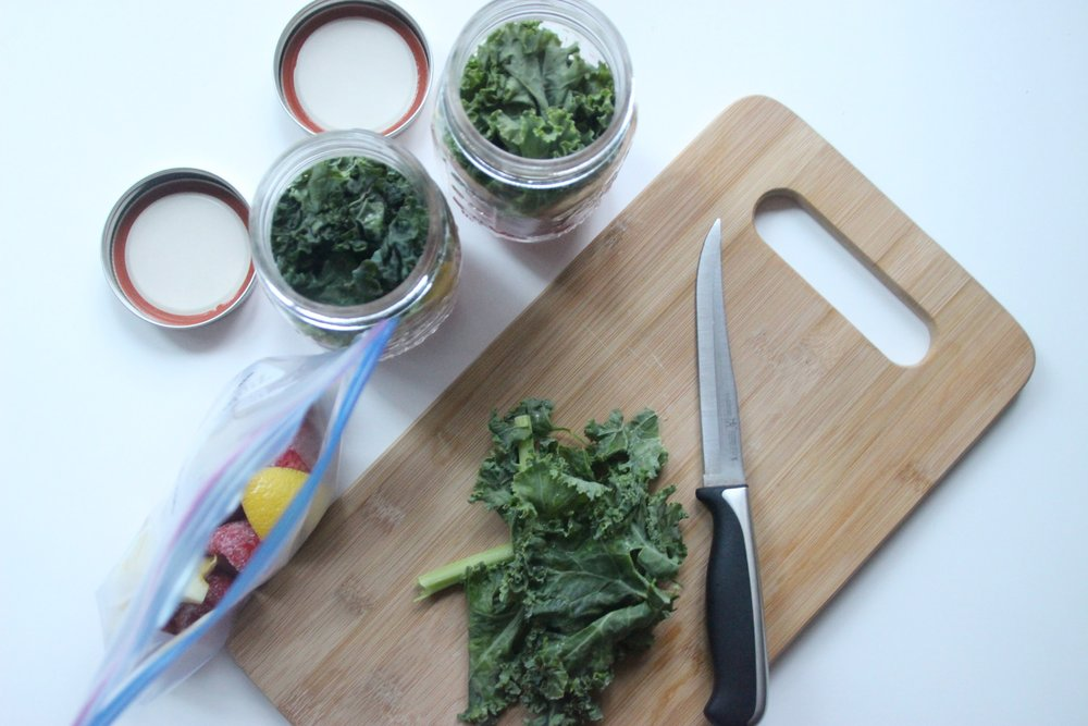 green-smoothie-prep-measure-ingredients