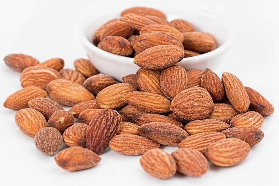 Low-carb-snack-almond-nuts