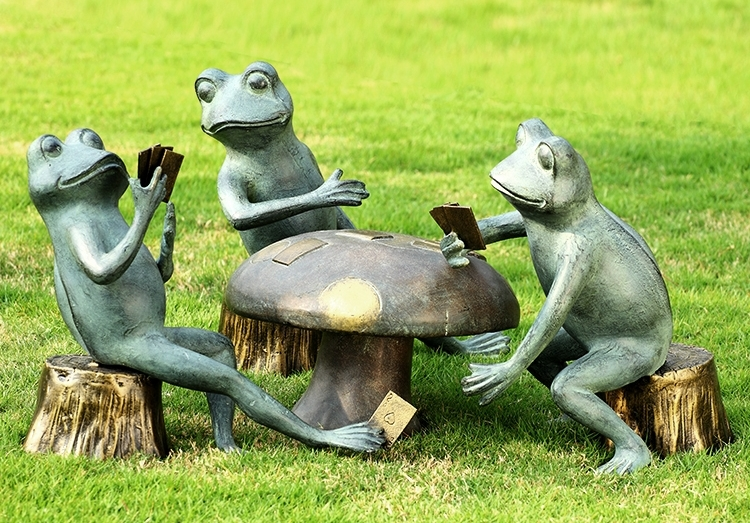 San Pacific International Garden Decor Piece Titled Card Cheat Frogs Garden Sculpture Set